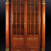 Vitrinenschrank Mahagoni, Bronzeappliken, Mindestpreis: 2.800 EUR