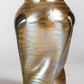 """Los 746 Version 2, Vase """"Opal Phänomen Gre 1/4, Tropfen metallrot mit Silber"""" Loetz Wwe., Klostermühle, 1901,"""