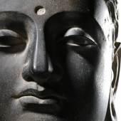 Lot 2008 - Ghandarische Steinbüste des Buddha Shakyamuni (Detail)
