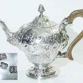 Prunkvolle Teekanne. GEORGE III (1760 - 1820). Sterlingsilber, Punze LONDON 1768 Mindestpreis:500 EUR