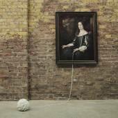 »Ball and Chain« aus der Serie »Pearls« Digitale Farbfotografie und Glasperlen Maisie Broadhead Großbritannien, 2016 © Maisie Maud Broadhead