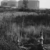 Elfriede Mejchar aus der Serie Simmeringer Heide und Erdberger Mais Blick auf Gasometer, 11. Bezirk Wien, 1967-76