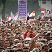 Mosa'ab Elshamy Demonstranten während einer Rede auf dem Tahrir-Platz, Kairo, 8. April 2011 © Mosa'ab Elshamy