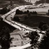 Peter Keetman (1916-2005), Autobahn bei Bergen/Obb., 1967, Silbergelatineabzug, 37 x 35,1 cm, © Nachlass Peter Keetman / Stiftung F. C. Gundlach