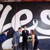 Stefan Sagmeister (*1962) & Jessica Walsh (*1986), Yes!, Unterführung, Brooklyn-Queens Expressway, 2016, © Maggie Winters Gaudaen for Pop! Wed Co.
