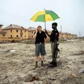 Paolo Woods, Chinafrica, Mr. Wood, Lagos, Nigeria, aus der Serie Chinafrica, 2007, Archival Pigment Print auf Aluminium, 80 x 80 cm, © Paolo Woods/INSTITUTE