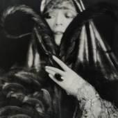 Atelier d'Ora, Die Operettendiva Fritzi Massary, 1923, Silbergelatineabzug, 30,2 x 23,4 cm, © Museum für Kunst und Gewerbe Hamburg