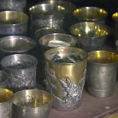 Vitrine mit Silber, im Depot des MKG, Foto: © NDR