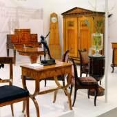"""((Bild """"Möbelensemble"""", Bildnachweis: Messe Sindelfingen)) Ein inspirierender Spaziergang durch die historische Wohnkultur: Die Antik & Kunst bietet eine reiche Offerte an Möbeln aus den unterschiedlichsten Epochen."""