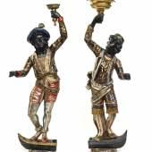 Paar venezianische Mohren als Kerzenhalter, Holz, gefasst, Italien, 19. Jh. Höhe: 170 cm (mit Podest). Foto: ARTemotion
