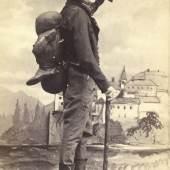 """Johann Nestroy Szenenbild mit Nestroy als Schuster Knieriem in """"Der böse Geist Lumpacivagabundus"""" um 1860"""