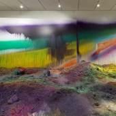 """Katharina Grosse, """"Wunderblock"""", Einzelausstellung 2013, Nasher Sculpture Center, Dallas, 420 x 970 x 14000 cm, © Katharina Grosse und VG Bild-Kunst Bonn, 2013, Foto: Kevin Todora"""