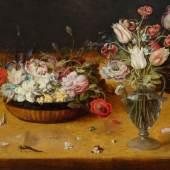 3034 OSIAS BEERT d. Ä. (um 1580 Antwerpen 1624) Stillleben mit Blumen in einem Flechtkorb und Blumenstrauss in einer Glasvase auf einer Tischplatte mit einer Libelle. Öl auf Holz. 53,5 x 75 cm. Schätzung: CHF 280 000 – 350 000 Auktion am 22. September 2017