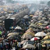 George Osodi, aus der Serie Lagos Uncelebrated, 2004- 2007, Auswahl von 30 Farbfotografien, präsentiert als Diashow auf 5 Monitoren, Courtesy der Künstler und Z Photographic LTd