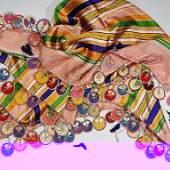 Oya (Nadelspitze) im osmanischen Reich Mode.Heute ist in der Türkei das Anfertigen der Oya beliebte Volkskunst