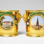 Paar Flaschenkühler aus dem Hochzeitsservice für Prinzessin Luise Porzellan, farbiger Aufglasurdekor, radierte matte und glänzende Vergoldung. Berlin, KPM, 1825 Schätzpreis:40.000 - 60.000 EUR