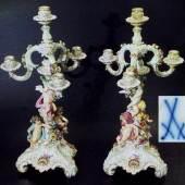 """Paar Girandolen mit Figuren """"Die Jahreszeiten"""" darstellend, mit Relief-Blumen-Belegen. MEISSEN um 1860, 1. Wahl.  Mindestpreis:1.500 EUR"""