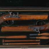 Hochwertiger Pistolenkasten mit zwei signierten Perkussionspistolen. Josef Ströhlein, Kat.Nr. 1104, Limit: 3.300 €