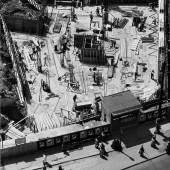 Peter Keetman: Baustelle Marienplatz, München 1954. In: Das Deutsche Lichtbild 1956 © Stiftung F.C. Gundlach