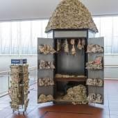 Huang Yong Ping Kiosk, 1994 Installation; Metall und Papier 370 x 240 x 265 cm © Huang Yong Ping / VG Bild-Kunst, Bonn 2020 Foto: Rheinisches Bildarchiv, Köln