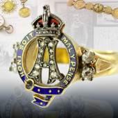 Ring mit Diamanten und Brillanten in Qualität Piqué, 1 Brillant beschädigt, 1 Fassung gesprungen, emailliert. Ring mit Losung 'Honi soit mal y pense', bekröntes A, Gravur mit Monogramm und Datum 18.5.29.