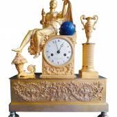 """Kaminuhr Bronze feuervergoldet und farbig gefasst Frankreich um 1820 signiert im Ziffernblatt """"Chonissen á Paris""""  Zur Verfügung gestellt von: Probst & Wiesauer"""