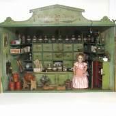 Puppenstuben bzw. Puppenstubenkaufläden mit reichhaltigem Zubehör
