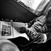 Robert Frank prüft den Andruck des Zeitungskatalogs der Süddeutschen Zeitung Mabou, Kanada, September 2014 © Gerhard Steidl