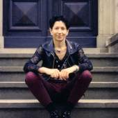 rosalie auf der Treppe vor Haus Wahnfried, 1994 – Foto: Thomas Jürgens