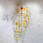"""Rut Bryk (1916 Stockholm - 1999 Helsinki) - Wandrelief """"Blaue Quelle"""" - Keramik, weißer Scherben, unglasiert. Aufrufpreis:15.000 EUR"""