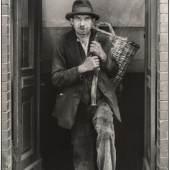 August Sander (1876-1964),  Berliner Kohlenträger, 1928,  Vintage Print,  Galerie Berinson, Berlin  © Die Photographische Sammlung/SK Stiftung Kultur – August Sander Archiv, Köln  © VG Bild-Kunst, Bonn, 2019