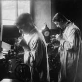 Schüler am Uhrmachertisch Stiftung Deutsches Uhrenmuseum Glashütte
