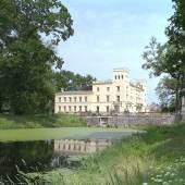 Blick auf Schloss Steinhöfel vom englischen Landschaftspark aus. Foto: Schloss Steinhöfel