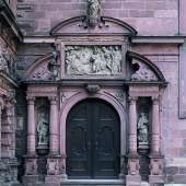 Bildtitel: Schloss Johannisburg, Portal der Schlosskapelle, Skulpturen von Hans Juncker, um 1618 © Bayerische Schlösserverwaltung