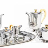 Sechsteiliges Kaffee- und Teeservice Berlin | Um 1929-33 H.J. Wilm & Paul Telge, einmal Willi Stoll Entwurf Peter Behrens, vor 1929 – attr. Taxe: €5.000 – 8.000