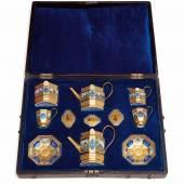 Service mit Mikromosaikmalerei in originalem Koffer Berlin, KPM, 1823 - 32. Schätzpreis:30.000 - 50.000 EUR Zuschlagspreis:30.000 EUR