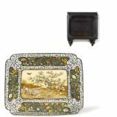 Exquisites Silbertablett im Shibayama-Stil Japan | Meiji-Zeit Silber teils emailliert 30 x 24cm, Höhe 6,2cm Schätzpreis: 6.000 – 8.000 Euro
