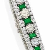 Smaragd-Diamant-Armband Deutschland | Um 1960 | 950/- Platin | Ca. 178 Brillanten zus. ca. 21,3 Karat | 5 facettierte Smaragde zus.ca. 3,5 Karat Ergebnis: 19.350 Euro