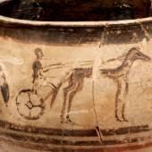 Krater mit Darstellung eines Wagenrennens Mageiras bei Olympia, 12. Jh. v. Chr., Grabfund