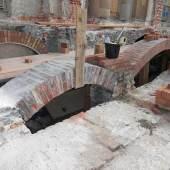 Reparaturen an der Treppe im Ehrenhof des Neuen Palais. Foto: SPSG/Zeymer