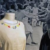Diese Kleidung trugen Kinder vor 100 Jahren. Aber wie verbrachten sie ihre Freizeit? Darum geht es in der Sommerferienaktion des Textilwerks Bocholt. Foto: LWL / Betz