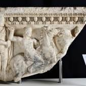 Teil eines Reliefsarkophags 2. Jh. n. Chr., 2017 in einer Kunstgalerie aufgetaucht und heute im Archäologischen Nationalmuseum Athen  © Hellenisches Ministerium für Kultur und Sport, Archaeological Receipts Fund