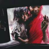Steve McCurry, Mother & Child at Car Window - India, Frederic GOT Gallery, Paris