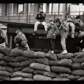 """Milomir Kovačević Strašni """"Mali vojnici"""" (Kindersoldaten), 1993-1995 SW-Fotografie © 2013 Umjetnička galerija Bosne i Hercegovine"""