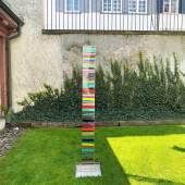 Susi Kramer (1947), Stele, 1998, Acrylglasstele, Malerei zweiseitig eingegossen, 198 x 19,7 x 7,3 cm  Susi Kramer (1947), Bâtons magiques, 2018, Acrylglasmalerei eingegossen je 46 x 3 x 2 cm   Bedeutende Werke aus Privatsammlungen  Niklaus Stoecklin (1896-1982), Interieur mit Cheminée, o.J., Öl auf Pavatex, 33,5 x 27 cm  Irène Zurkinden (1909-1987), Place St. Sulprice, 1964, Öl auf Karton, 29,9 x 48 cm  Walter Bodmer (1903-1973), Flusslandschaft, o. J., Öl auf Leinwand, 38 x 61 cm  Varlin/Willy
