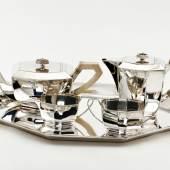 """((Bild """"Teeset"""", Bildnachweis: The old Treasury)): Edle Eleganz der 1930er-Jahre: Das 5-teilige Teeset aus Silber, angeboten von """"The old Treasury"""" aus den Niederlanden."""