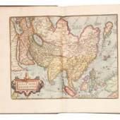 3038 Theatrum orbis terrarum Parergon et Nomenclator Ptolemaicus Äußerst dekorativer und prächtig kolorierter, großer Weltatlas von Abraham Ortelius.