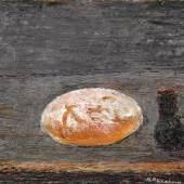 """Theodor Rosenhauer """"Stilleben mit rundem Brot und Kännchen"""". 1991.  Öl auf Leinwand. Signiert u.re. """"Th. Rosenhauer"""". In der originalen profilierten, grau gefaßten Holzleiste des Künstlers gerahmt. WVZ Werner 528. 46 x 54 cm, Ra. 55 x 65 cm. 24000 €"""
