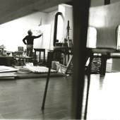 Siegfried Tragatschnig in seinem Atelier, 1970er Jahre Foto: Sepp Schmölzer