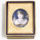 A gold and enamel Imperial portrait snuff box, Victoire Boizot (veuve Blerzy), Paris, circa 1809, retailed by Henry Gibert The lid is decorated with an oval portrait of Empress Josephine in court dress and pearl parure Est. £15,000-20,000 (€19,200-25,600)